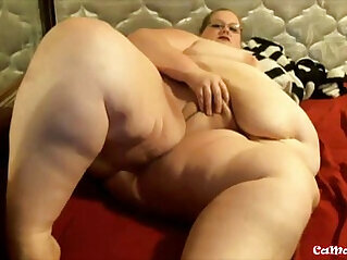 Watch at me BBW milf with two sexy glasses, masturbating my fat pussy!