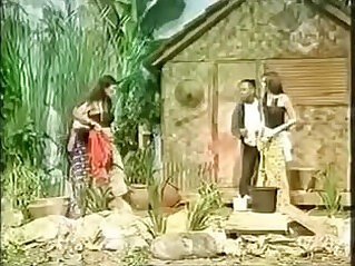 Sarah Azhari Tak Sengaja Kelihatan Payudaranya Saat Live OVJ
