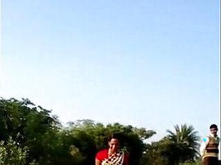 desi bhabhi saree lift pussy live show in public