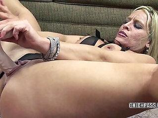 Mature wife Skylar Rae fucks her pussy with a big dildo