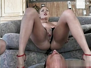 Glamour pussy squirt